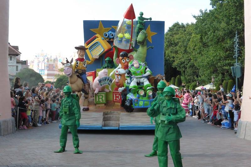 Disney - parade_2