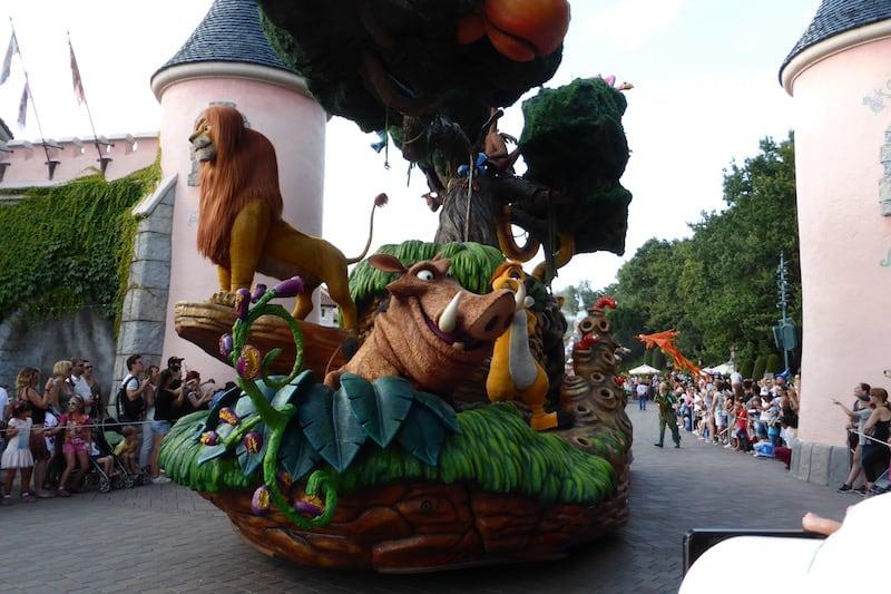 Disney - parade_3