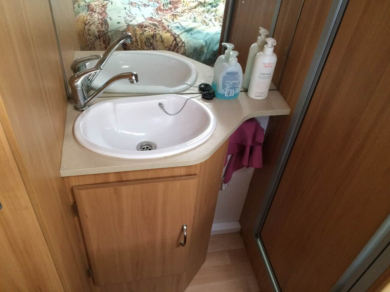Caravan - vanity sink