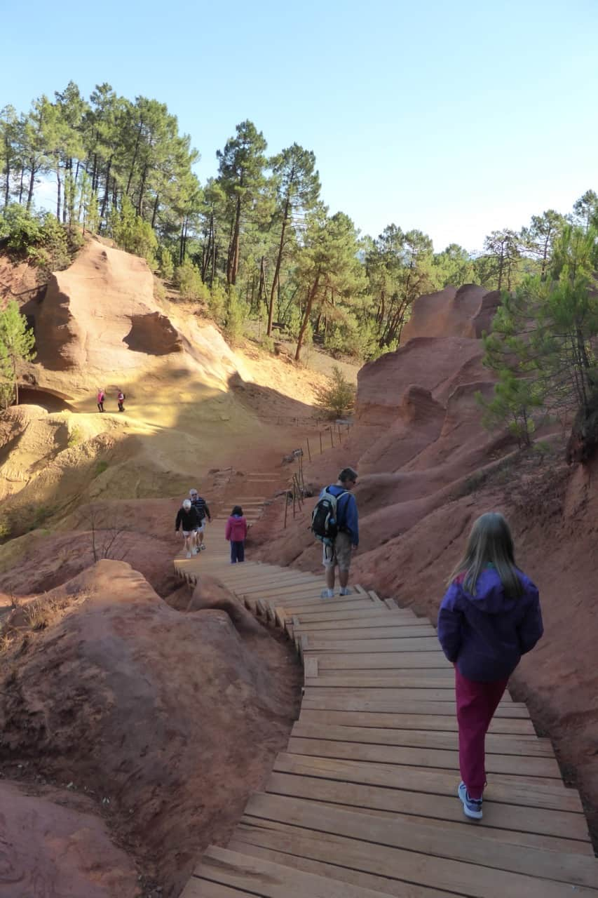 Roussillon - ochre footpath steep steps