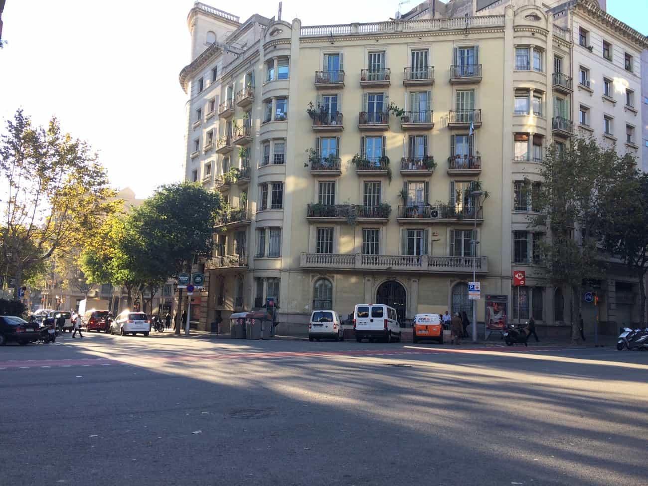 Barcelona - chamfered corners