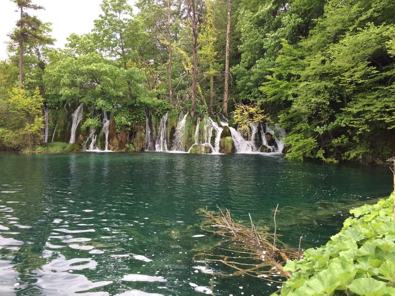 Croatia Plitviče Lakes Burgeti waterfalls into Lake Kosjak